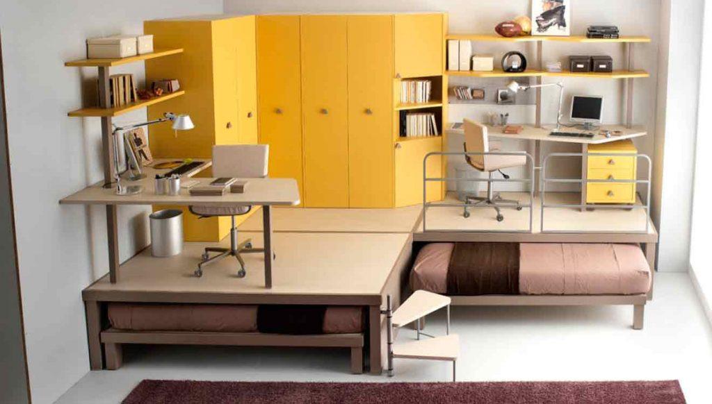 Два письменных стола для двоих детей