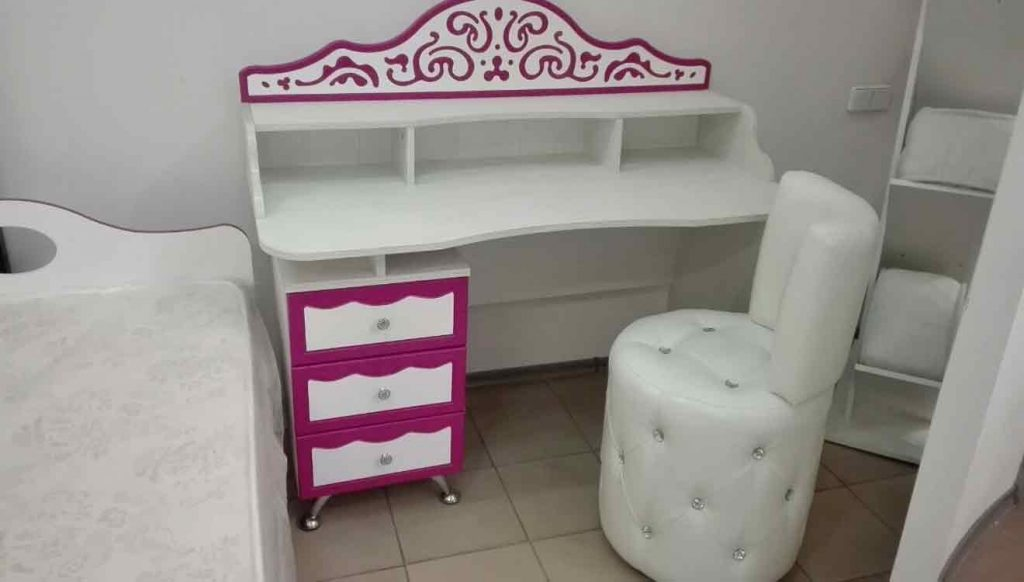 Стол письменный для девочки