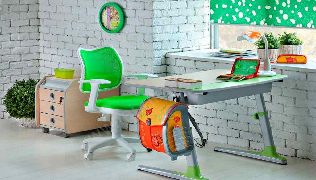 Стол письменный зеленый для школьницы