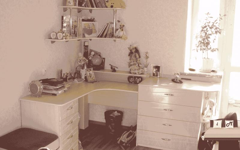 Угловой-письменный-стол-для-школьника-3