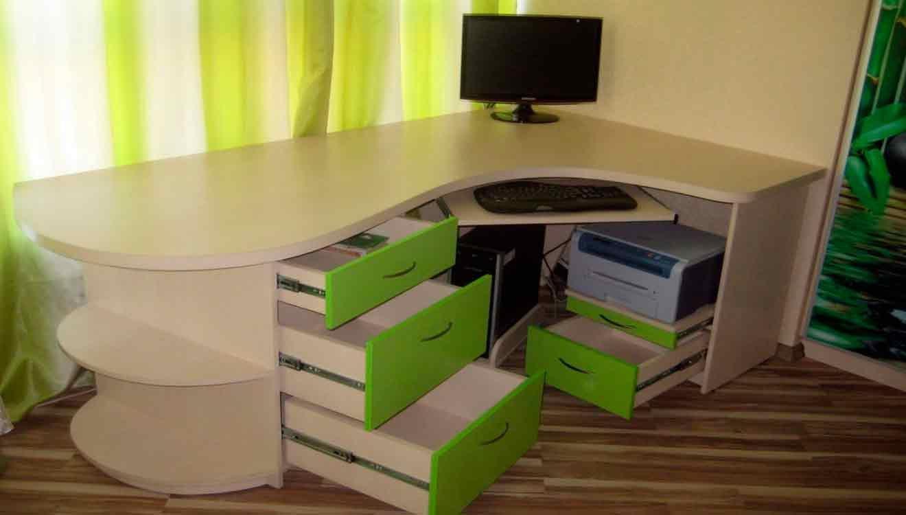 Большой угловой компьютерный стол