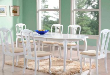 Обеденный стол белого цвета