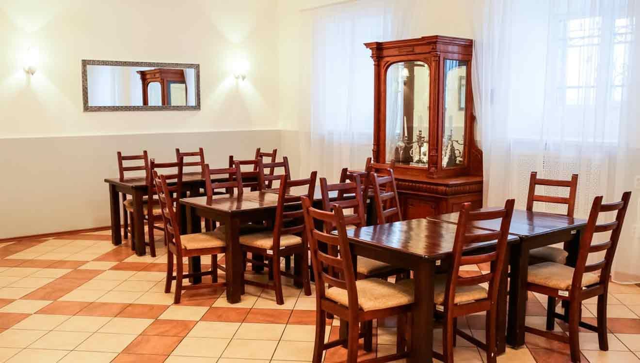 Обеденный стол для столовой общественного питания