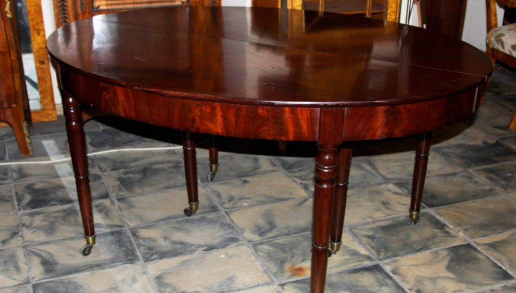 Стол обеденный в стиле классицизм