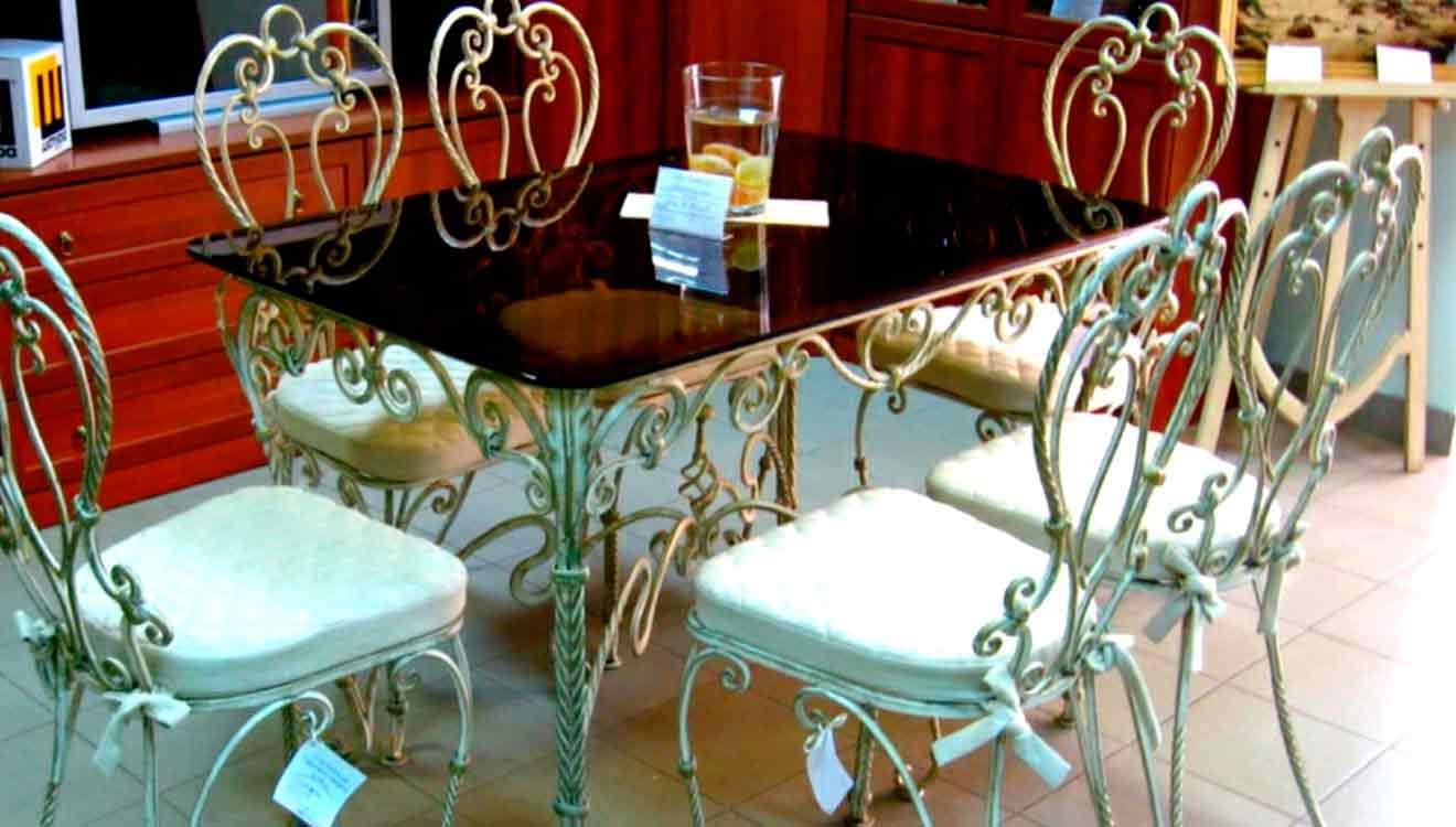 Кованый кухонный стол