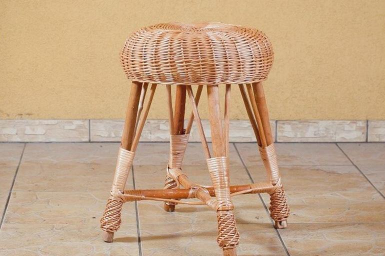 Табурет с плетеным сиденьем